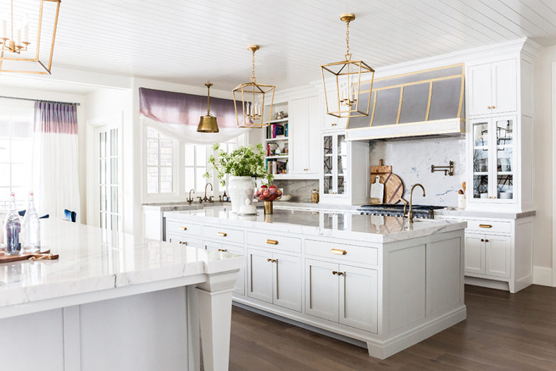 white-gray-kitchen-ivorylane